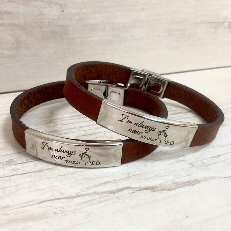 Парные браслеты с индивидуальной гравировкой на подвижной пластине